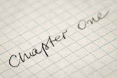 Handskrivet textkapitel ett på kvadrerad pappers- makro arkivbild