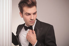 Handsome business man looking away Royalty Free Stock Photos