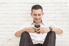 Handsome businessman texting on mobilephone Royalty Free Stock Images