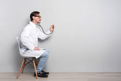 Handsome doctor diagnosing the patient Stock Photography