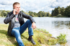 Handsome man calling on mobile phone Royalty Free Stock Photography