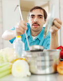 Handsome man cooks lunch Royalty Free Stock Photography