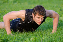 Handsome man doing push-ups Stock Photography