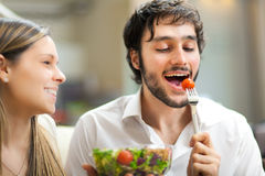 Handsome man eating a salad Royalty Free Stock Photos