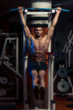 Handsome Man Exercising His Abs At The Gym Royalty Free Stock Images