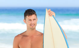 Handsome man with his surfboard Royalty Free Stock Images