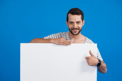 Handsome man holding a blank placard Royalty Free Stock Photos