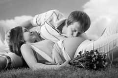 Handsome man kissing pregnant wife Royalty Free Stock Photography