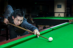 Handsome man playing snooker Stock Photography