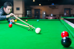 Handsome man playing snooker Royalty Free Stock Photography