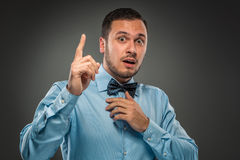Handsome man raised his index finger and looking at camera Royalty Free Stock Photos