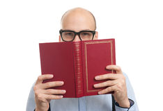 Handsome man reading a book Royalty Free Stock Photography