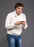 Handsome man sending a text message Royalty Free Stock Images
