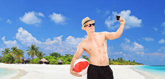 Handsome man taking a selfie on a tropical beach Royalty Free Stock Photos