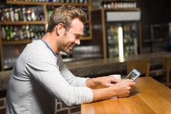 Handsome man using tablet computer Royalty Free Stock Photography