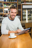 Handsome man using tablet computer Royalty Free Stock Photos
