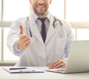 Handsome medical doctor Royalty Free Stock Photos