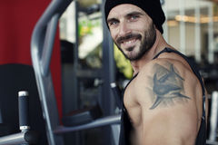 Handsome personal trainer Royalty Free Stock Photography