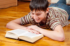 Handsome teenage boy reading the book Royalty Free Stock Images