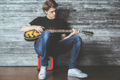 Handsome teenager with electric guitar Royalty Free Stock Photos