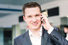 Handsome young businessman talking on his mobile Royalty Free Stock Photos