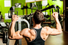 Handsome young man workout in fitness gym Royalty Free Stock Photos