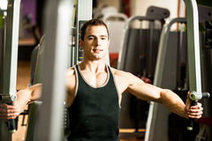 Handsome young man workout in fitness gym Royalty Free Stock Photography