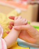 handspädbarn Arkivfoto