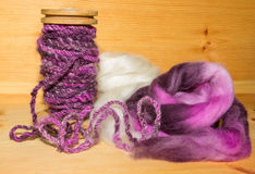 Handspun artyarn and wool fleece Royalty Free Stock Photos