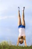 handstand девушки Стоковое фото RF