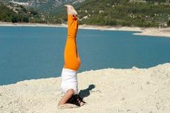 Handstand da ioga Imagem de Stock Royalty Free