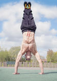 Handstand by muscualr man Stock Photography