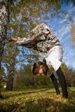 Handstand sur l'herbe Photos stock