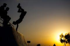 Handstands конькобежца ролика Стоковые Фото