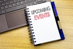 Handstiltext som visar kommande händelser Affärsidé för tidsbeställningsdagordninglistan som är skriftlig på anteckningsbokboken  Arkivbilder