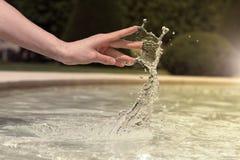 Handtanzen mit Wasser Lizenzfreie Stockfotografie