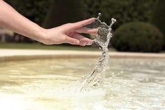 Handtanzen mit Wasser Stockbild