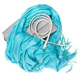 Handtasche, Fransenschal und dünner umsponnener Gurt Stockbild