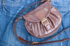 Handtasche und Jeans Stockfotos