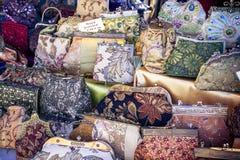 Handtaschen auf Bildschirmanzeige Lizenzfreie Stockbilder