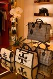 Handtassen in de opslag Stock Afbeelding