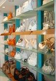 Handtassen in de winkel Royalty-vrije Stock Afbeeldingen