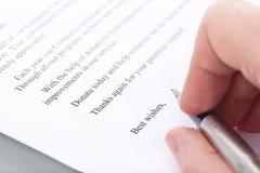 Handtekening op een brief van dank voor de schenking royalty-vrije stock afbeeldingen