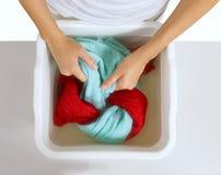Handtvagning av färgtvätterit Royaltyfri Foto