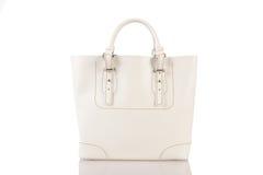 Handväska för vita kvinnor som isoleras på vit bakgrund Royaltyfria Foton
