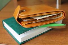 Handväska med pengar Royaltyfri Fotografi