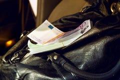Handväska mycket av pengar EUR Royaltyfria Bilder