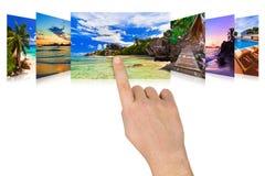 Handverschieben der bildschirmanzeigesommer-Strandbilder Stockbild