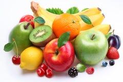 Handvol fruit en bessen stock afbeeldingen