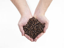 Handvol koffiezaden Stock Fotografie